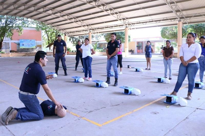 Elías Ibarra enfatizó que de manera constante se realizarán cursos en la materia en Huetamo, no sólo a paramédicos sino a los diversos sectores, ya que en el tema de la protección es importante que cualquier persona se capacite