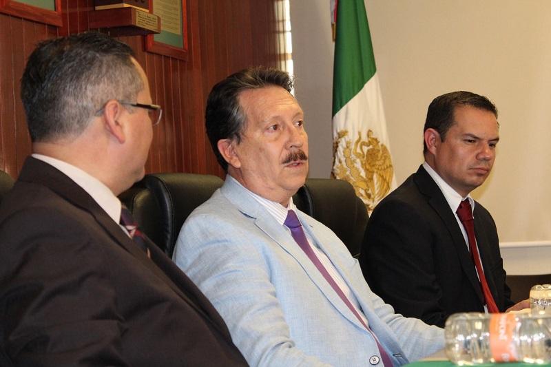 El director de la Facultad, José Luis Solorio Rivera, hizo mención de que hay certeza de que se cumplen con los indicadores para alcanzar la acreditación internacional del programa académico