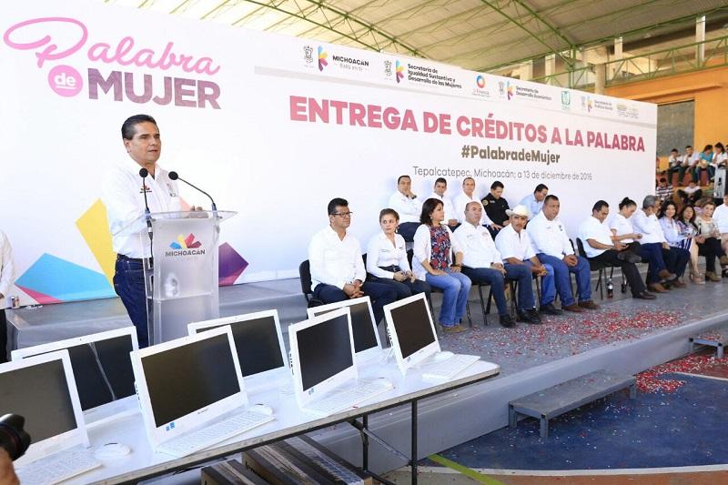 Aureoles Conejo destacó que la atención a las mujeres jefas de familia y en condiciones de pobreza, así como acercar la educación superior a los jóvenes, son prioridad para la administración que él encabeza