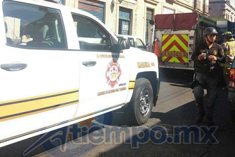 Al lugar arribaron unidades de la Coordinación de Protección Civil y Bomberos Municipales de Morelia, así como de la Policía Municipal y Grupo Tigre de seguridad privada (FOTOS: FRANCISCO ALBERTO SOTOMAYOR)