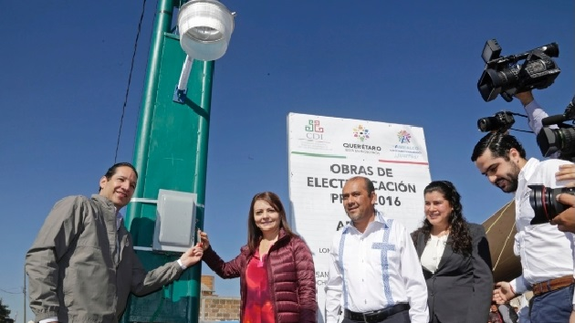 Francisco Domínguez enfatizó que se llevan a cabo trabajos colectivos en este municipio, como la construcción de infraestructura educativa, modernización de caminos, puentes, mejoras de vialidades, creación de programas de nutrición infantil, entre otros