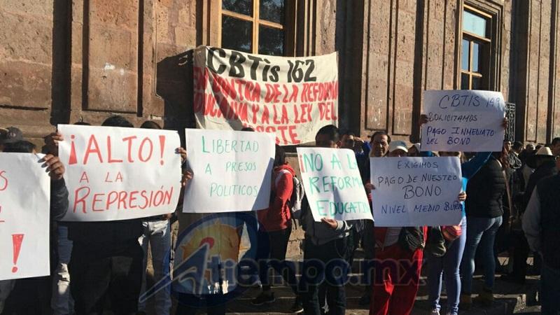 Siguen las manifestaciones por pagos pendientes por parte del Gobierno de Michoacán