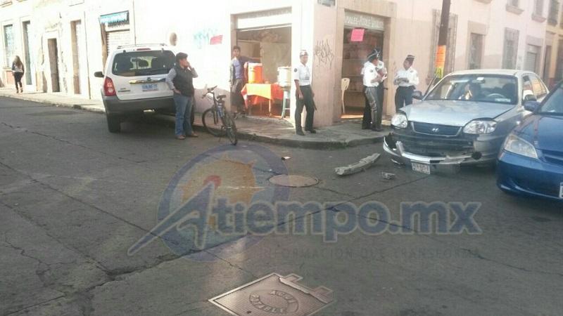 La falta de precaución, causa accidente en la capital michoacana (FOTOS: FRANCISCO ALBERTO SOTOMAYOR)