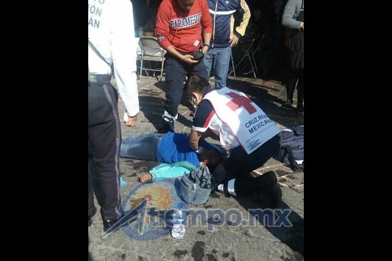 La mujer se encontraba sin identificar; se desconocen las causas de su desvanecimiento (FOTO: FRANCISCO ALBERTO SOTOMAYOR)