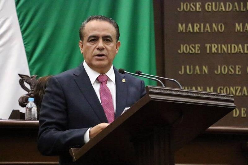 Sigala Páez dio a conocer que la propuesta presentada establece que no podrán renunciar o abstenerse de figurar en la segunda elección ninguno de los dos los candidatos o candidatas que hubieran obtenido el mayor número de votos en la primera