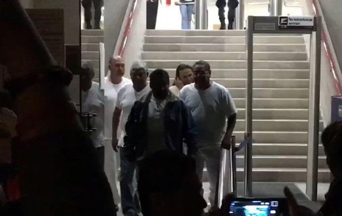 Los seis docentes obtuvieron su libertad la madrugada de este jueves, en una audiencia en la que el juez determinó que no existían elementos suficientes para acreditar su responsabilidad en el delito de sabotaje