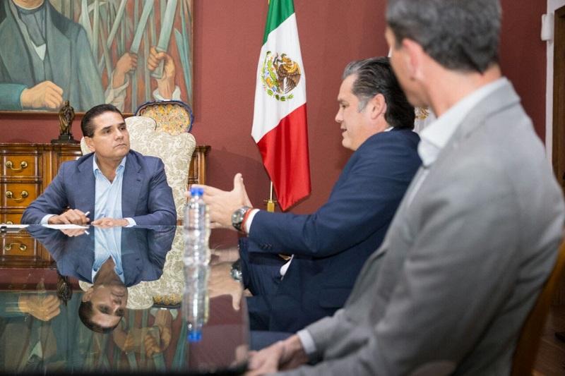 Los industriales encabezados por Ricardo Bernal Vargas, presidente de la Asociación, manifestaron al gobernador su disposición de trabajar en pro del sector, que puede dar muchos empleos, factor que demanda la población
