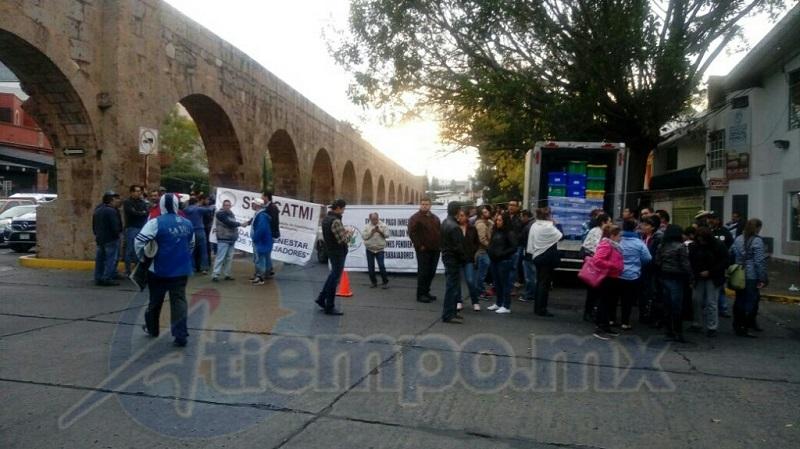 Un caos vehicular generaron en una zona muy extensa los bloqueos de los manifestantes este viernes (FOTOS: MARIO REBOLLAR)