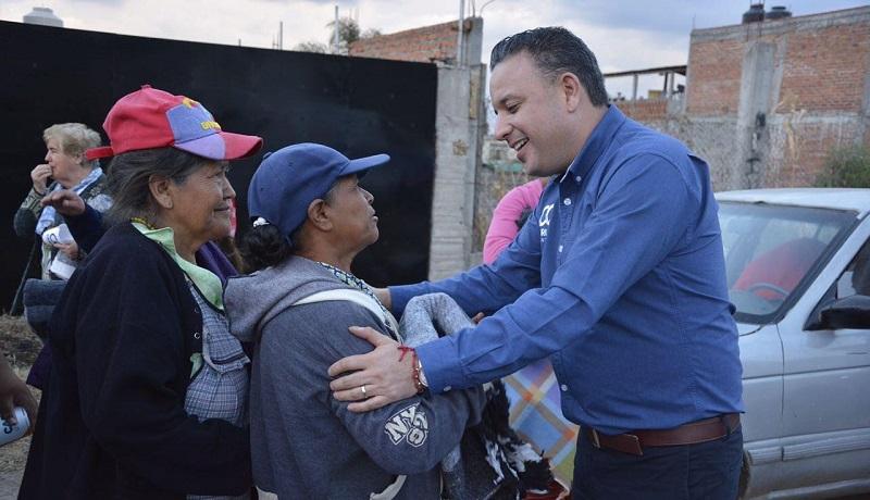 Quintana Martínez ha entregado una gran cantidad de cobijas a morelianos en condición vulnerable