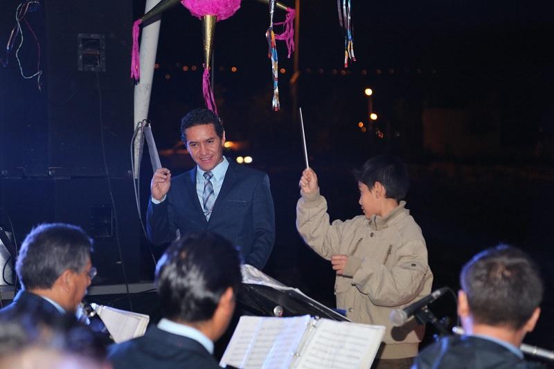 Cabe mencionar que durante el concierto los integrantes de la Sinfónica de Alientos de la Secretaría de Seguridad Pública regalaron piñatas a las y los asistentes