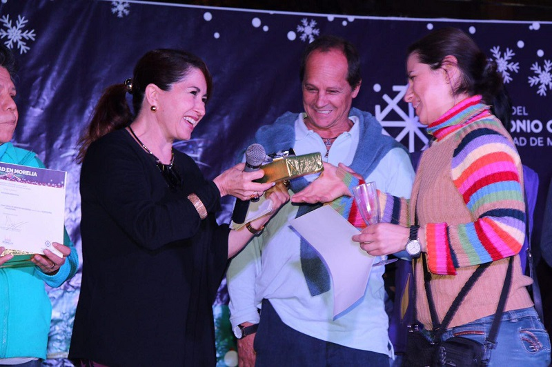 Por su parte, la regidora María Elisa Garrido Pérez, se mostró complacida con la respuesta de la ciudadanía y exhortó a la misma a mantener vivas las tradiciones navideñas y colaborar con la administración municipal en eventos que permitan darle un nuevo giro a las fiestas navideñas