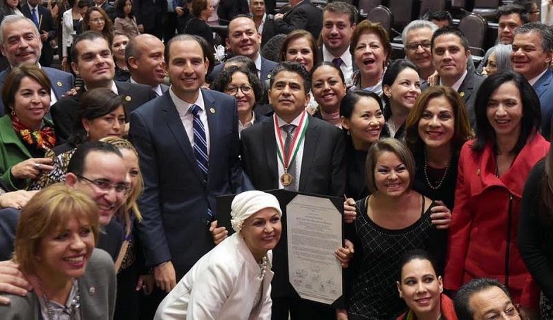 Cortés Mendoza reafirmó su convicción del valioso trabajo que llevan a cabo los migrantes, quienes no sólo salen adelante, también contribuyen de manera importante con el desarrollo de sus comunidades de origen