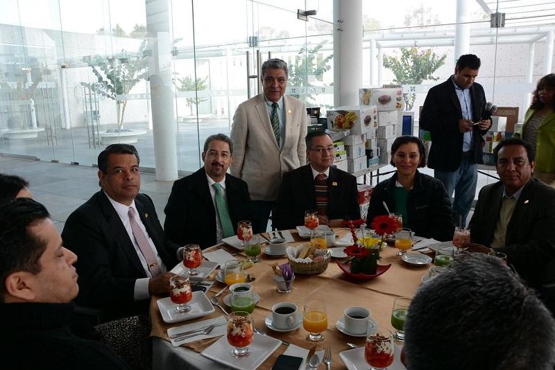 Serna González deseó a los trabajadores universitarios lo mejor de las fiestas decembrinas, durante una reunión celebrada este lunes en el Centro de Información, Arte y Cultura de Ciudad Universitaria