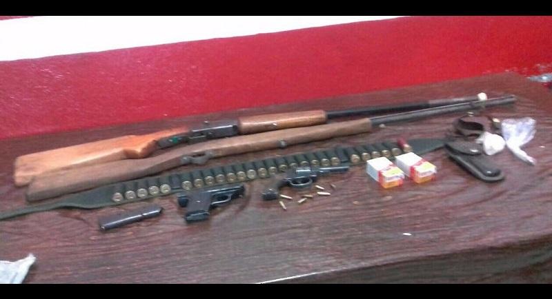 Las armas, cartuchos, cargadores y carrillera fueron puestas a disposición de la autoridad competente