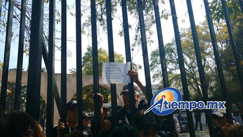 STASPE en paro; pensionados bloquean Calzada Ventura Puente