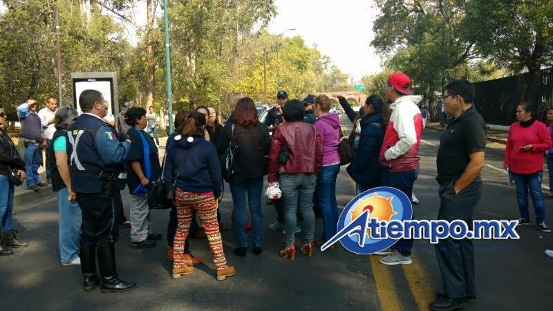 El bloqueo a la vialidad duró varias horas, hasta que los manifestantes fueron atendidos por autoridades estatales (FOTOS: FRANCISCO ALBERTO SOTOMAYOR)
