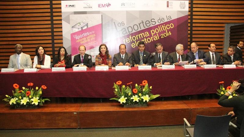 Durante la presentación, la consejera Yurisha Andrade Morales destacó que éste es el primer libro generado para estudiar los recientes cambios a la normativa electoral, sus retos y desafíos