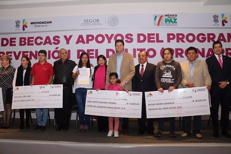El propósito es convertir a Morelia a mediano plazo en una de las ciudades más educadas de México, por lo que dichos incentivos que benefician a 600 jóvenes, representan un paso significativo para lograrlo