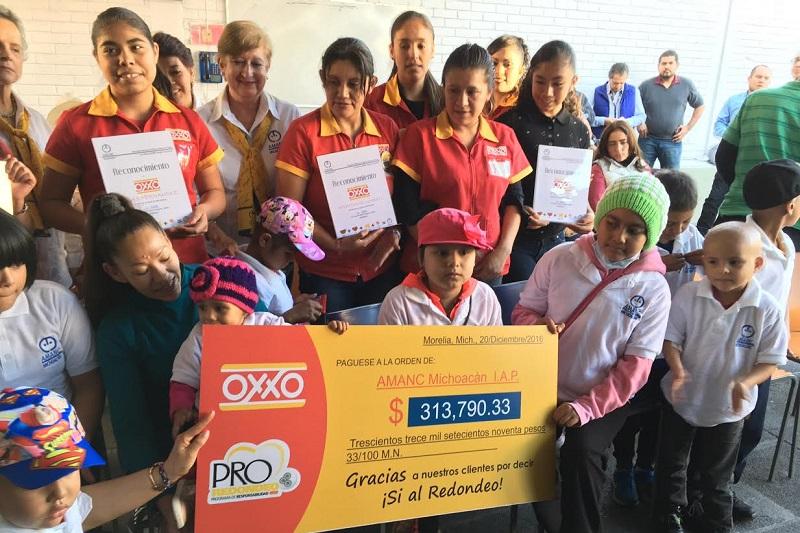 El evento se realizó en las instalaciones de Centro Amanc donde estuvieron presentes algunos niños y jóvenes que ahí son atendidos, voluntarias y miembros del patronato