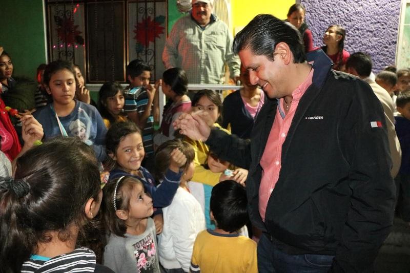 Núñez Aguilar  se comprometió a llevar estos apoyos a la mayoría de las colonias de sus distrito ya que el trabajo en sus colonias y la atención a su gente es su principal prioridad como diputado