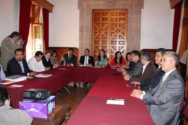 Serna González solicitó la comprensión de los diputados locales para el presupuesto de la Máxima Casa de Estudios de Michoacán no sea afectado drásticamente pues de ocurrir así se agravará la situación de la Universidad