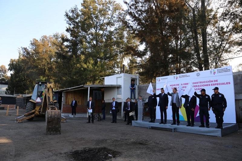 Esta obra se construirá en una superficie de mil 233 metros cuadrados para alojar a 130 elementos y quedará distribuida en cuatro edificios