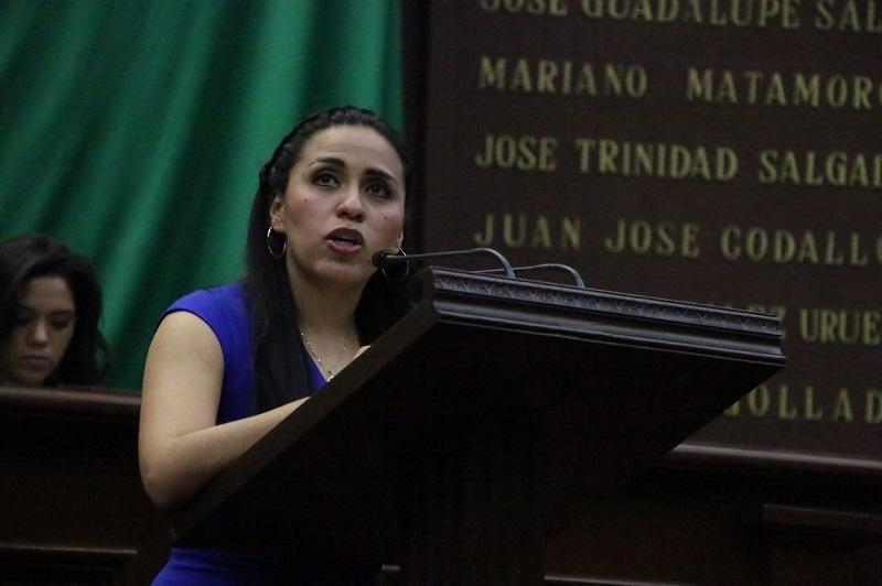Bernal Martínez llamó a enfrentar este doloroso problema de una vez desde todos los frentes, pues sólo el 30% de los feminicidios son resueltos y de estos tan sólo el 5% enfrentan un castigo