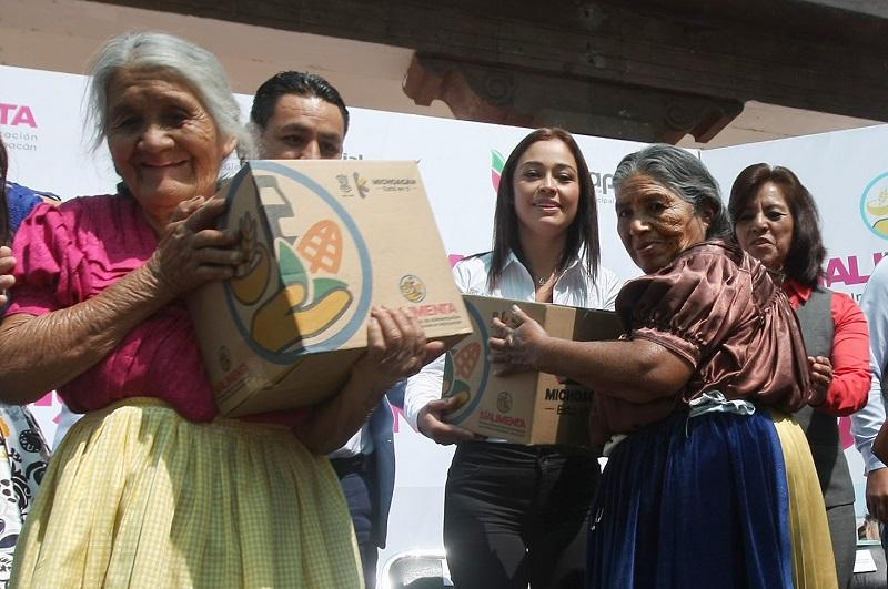 Sí Alimenta está enfocado en dotar apoyos alimentarios a 100 mil adultos mayores cada mes y está basado en un dieta que ayuda a fortalecer la salud de los beneficiarios