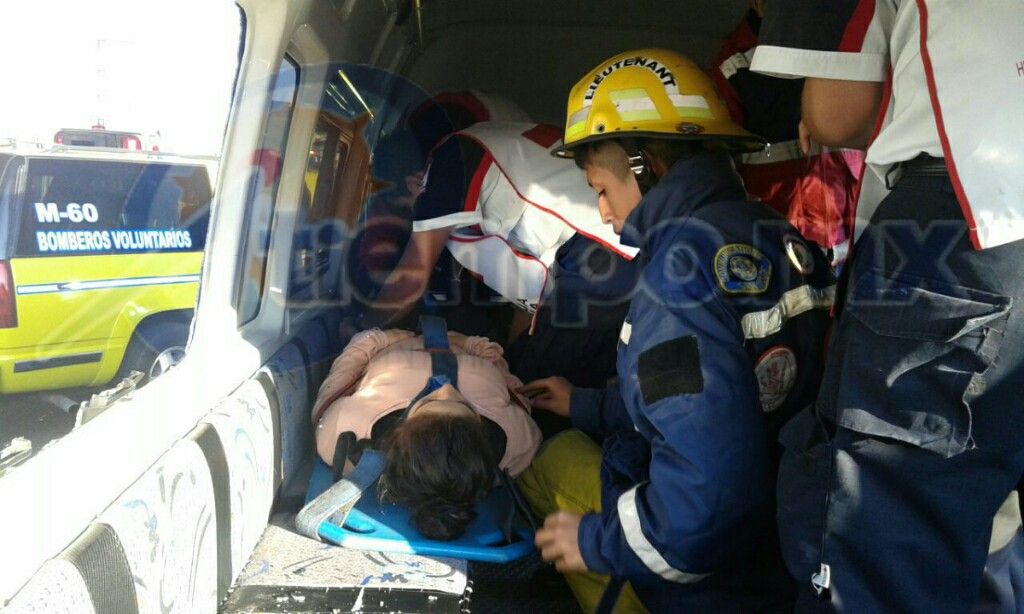 El percance fue atendido por la ABEM, así como por la Cruz Roja (FOTOS: MARIO REBOLLAR)