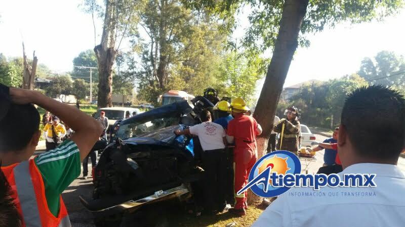 El herido fue rescatado por elementos de la ABEM, así como por paramédicos de Radio Organizado de Auxilio y Protección Civil, quienes lo trasladaron grave al Hospital Fray Juan de San Miguel (FOTO: FRANCISCO ALBERTO SOTOMAYOR)