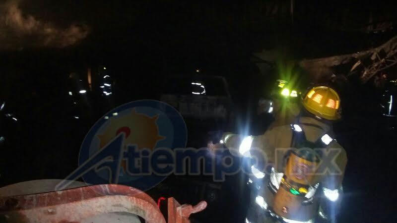 En las tareas de combate al siniestro participaron la Asociación de Bomberos del Estado de Michoacán, Protección Civil Municipal, Bomberos de San Juan Nuevo, Rescarte, ERAD y Cruz Roja (FOTOS: FRANCISCO ALBERTO SOTOMAYOR)