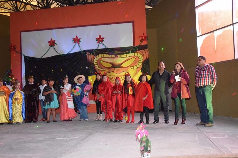Alumnos del Colegio Motolinía interpretaron una pastorela y la comunidad escolar participó en una posada