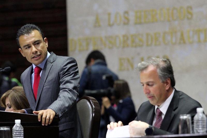 En entrevista, Calderón Torreblanca advirtió que mientras el gobierno no invierta en Pemex los precios seguirán a la alza