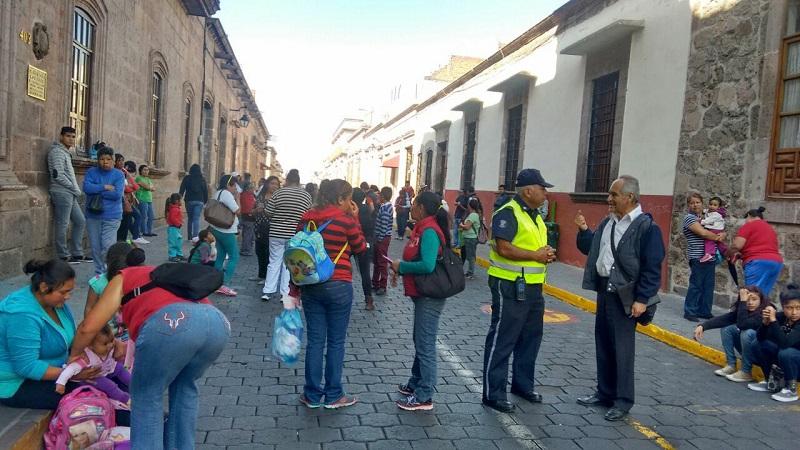 Los manifestantes se retiraron después de varias horas, una vez que fueron atendidos por el jefe de Departamento de Vinculación con la Sociedad, Aarón López Sánchez