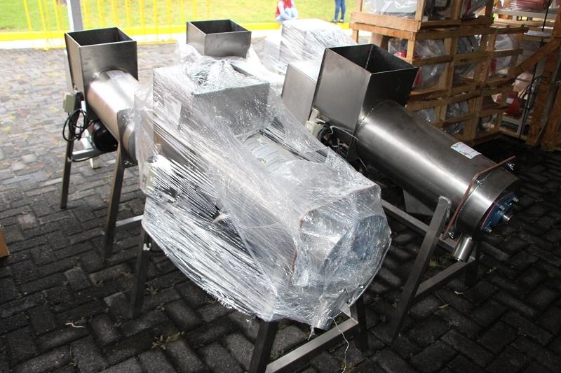 Entre el equipamiento entregado a los planteles del CECyTEM destacan computadoras de escritorio estándar, servidores, impresoras básicas, proyectores, no breaks, bebés robots, equipamiento para laboratorios de tronco común y de especialidades