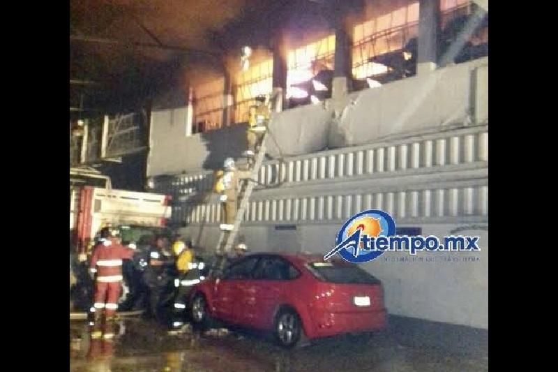 Al lugar acudieron bomberos voluntarios y bomberos profesionales, así como otras corporaciones de emergencia, que en total reunieron 5 máquinas de bomberos, 45 bomberos, 5 ambulancias y 6 patrullas (FOTOS: FRANCISCO ALBERTO SOTOMAYOR)