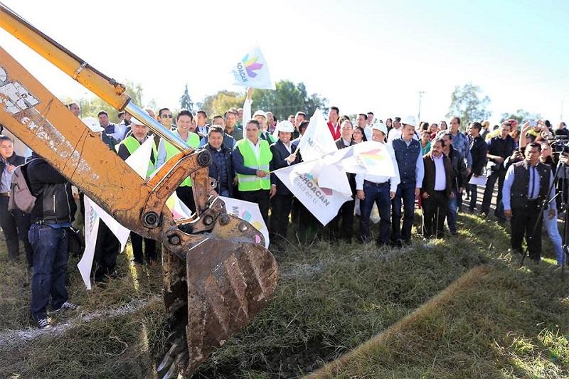 Una de las obras más relevantes es la construcción de la primera etapa de la ciclovía Morelia-Pátzcuaro, compromiso del gobernador, Silvano Aureoles