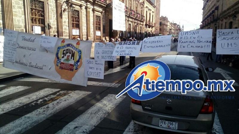Profesores sindicalizados amagan con un paro de brazos caídos y una manifestación el 6 de enero, durante el acto del natalicio de Melchor Ocampo, sin descartar la posibilidad de convocar a una huelga
