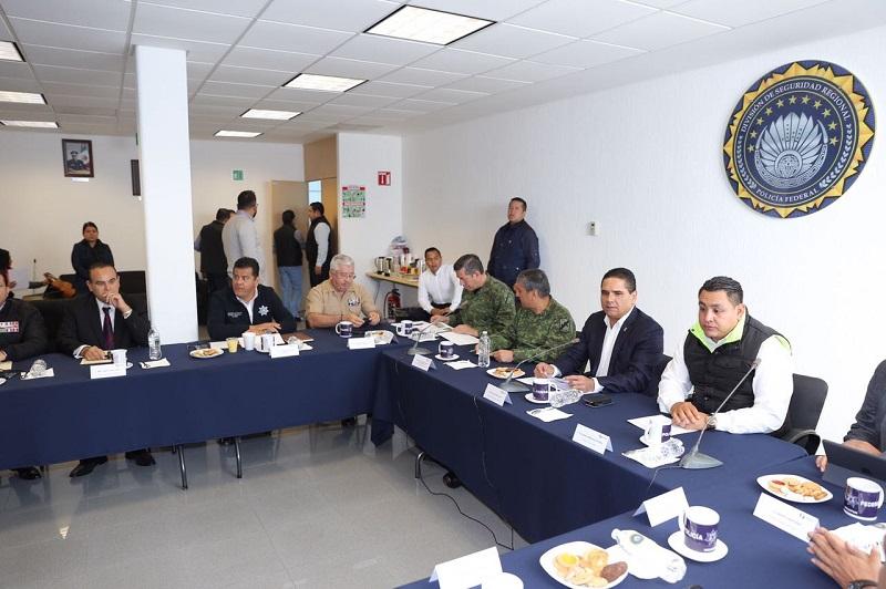 El mandatario estatal pidió no bajar la guardia en la estrategia de seguridad implementada en la región, misma que se ha fortalecido de manera coordinada con las autoridades de los tres órdenes de gobierno, en beneficio de las y los michoacanos