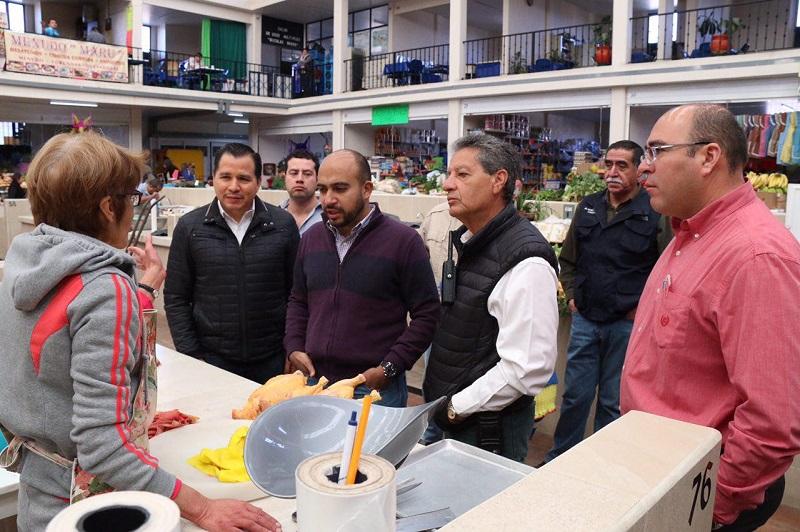 El Secretario de Servicios Públicos Municipales, José Luis Gil, destacó que la labor en el interior de este recinto comercial ha sido exhaustiva e incluyente al contemplar rampas de acceso para personas con discapacidad, lo que permitirá la movilidad por varios niveles del mercado