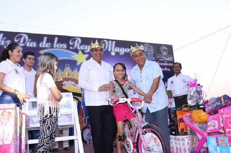 Los menores disfrutaron de los brincolines e inflables, así como de las piñatas, botargas y payasos, además de diversas actividades puestas en marcha para alegrar a las miles de familias que acudieron
