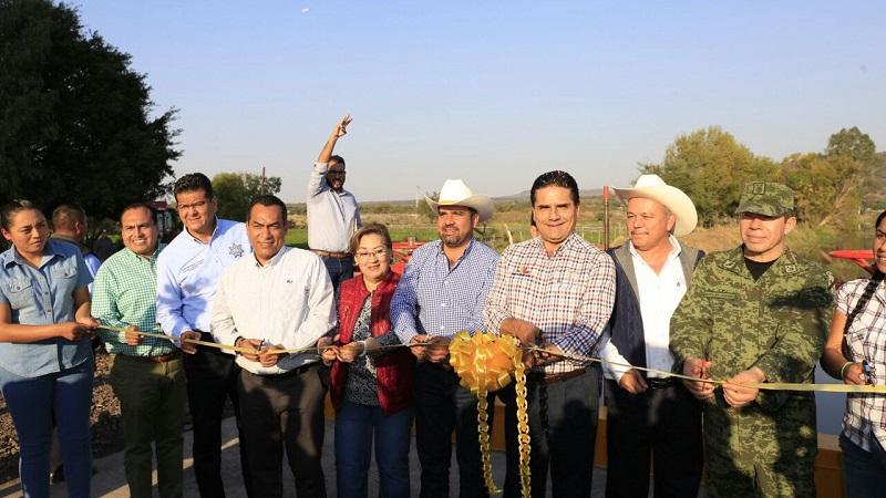 Una vez más, el gobernador de Michoacán se comprometió a garantizar la estabilidad laboral de los trabajadores de la educación y los exhortó a cumplir con sus obligaciones en las aulas