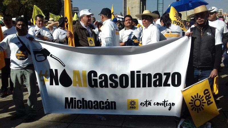 Legisladores perredistas urgieron al Congreso de la Unión a trabajar en un periodo extraordinario para modificar los artículos transitorios 11 y 12 de la Ley de Ingresos 2017 y así detener el gasolinazo