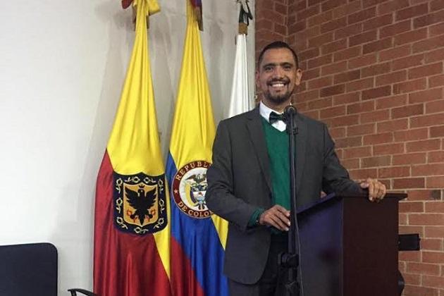 Luis Eugenio Estrada consideró también que la discusión debe enriquecerse con recortes necesarios y en múltiples frentes, así como el mejor uso de sus ingresos, para que no sea solamente el ciudadano el elemento más perjudicado