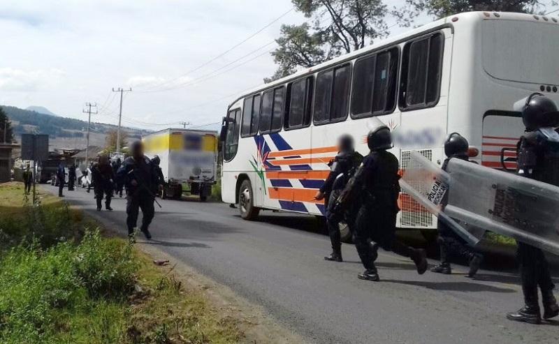 El despliegue de elementos de la Policía Michoacán se mantiene en la zona para garantizar el orden y la libre circulación