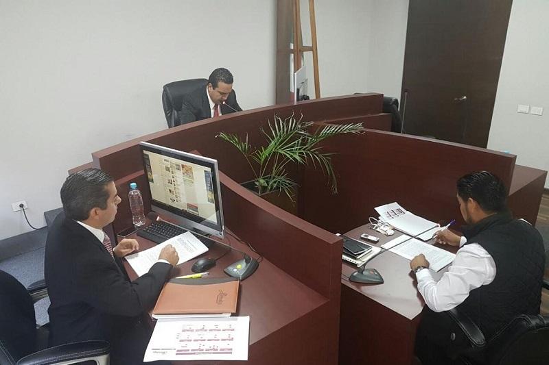 El comisionado presidente Ulises Merino y el comisionado Daniel Chávez, autorizaron el reglamento de sesiones del Instituto, para seguir dando certeza jurídica a las determinaciones y resoluciones que se dirimen ahí en el pleno