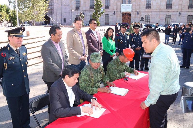 Alfonso Martínez hizo un llamado a toda la ciudadanía que posea armas en el hogar, a participar en este canje, permitiendo prevenir posibles delitos o accidentes a lamentar entre la ciudadanía
