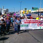 Durante la manifestación se mostraron mantas y pancartas de diversas organizaciones sociales, así como con mensajes en contra del gobierno federal de Enrique Peña Nieto y en contra del gasolinazo (FOTO: MARIO REBOLLAR)