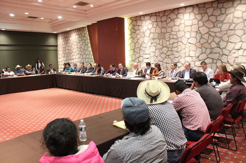 López Solís agradeció la asistencia de autoridades municipales y federales con quienes se trabaja de manera conjunta en el desarrollo de las localidades