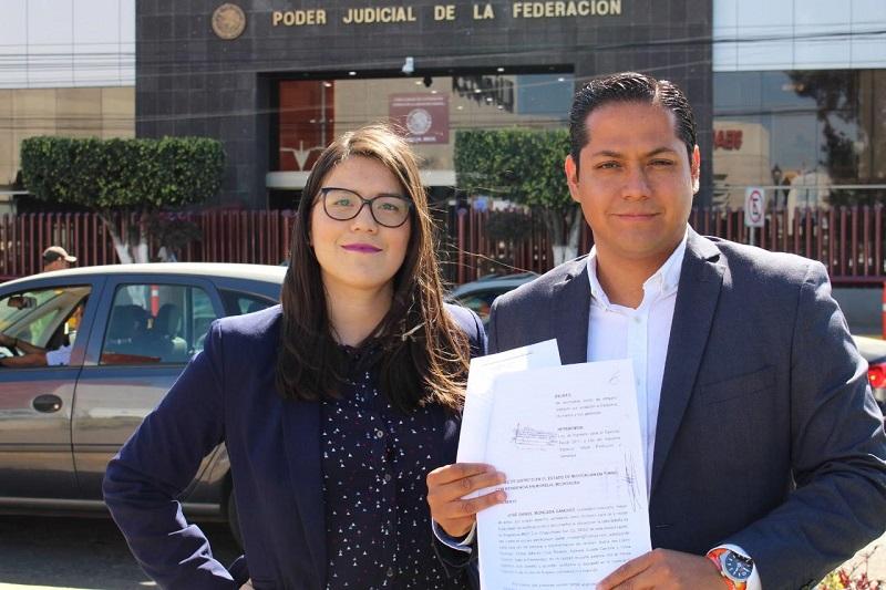 Moncada Sánchez informó que este miércoles, acudió a presentar su amparo y espera que a la par, cientos de ciudadanos presenten su recurso legal y se frene el alza a los combustibles